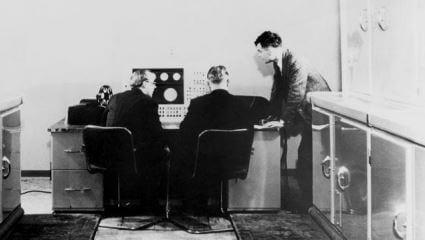 ilk-bilgisayar-alan-turing-ayakta-gorseli