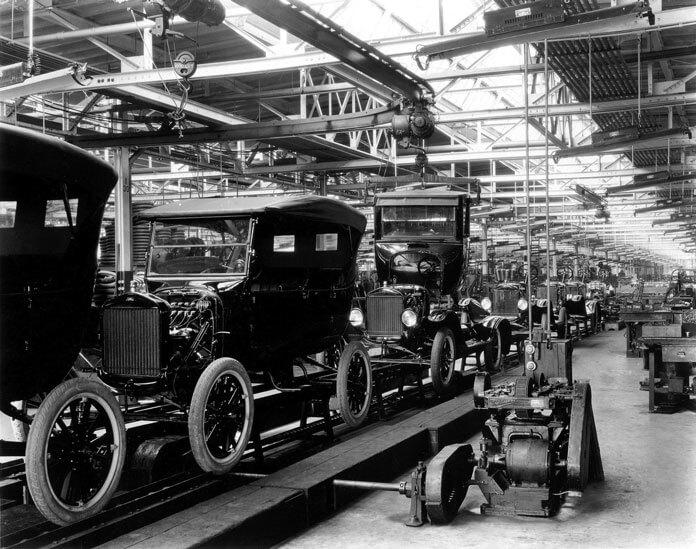 Sanayi Devrimi Sonrası Otomobil Fabrikası Görseli